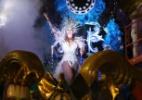Em desfile simples, Nenê faz homenagem à vida e obra de Cláudia Raia - Manuela Scarpa e Amauri Nehn/Brazil News