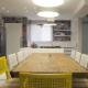 Cozinha fica em destaque após reforma que conectou cômodos de casa de praia - Divulgação