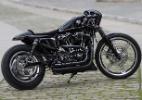Harley Iron 883 vira sombria café racer e ganha concurso mundial - Divulgação