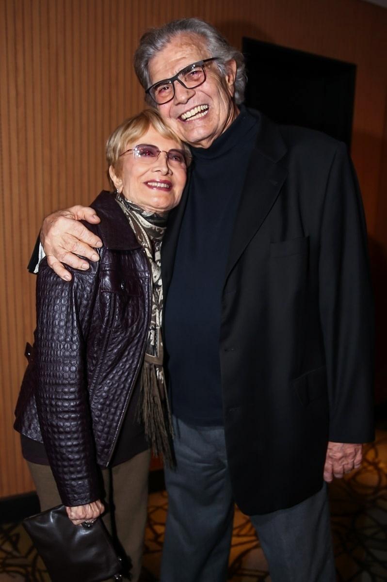 5.set.2015 - Glória Menezes ao lado do marido, Tarcísio Meira.