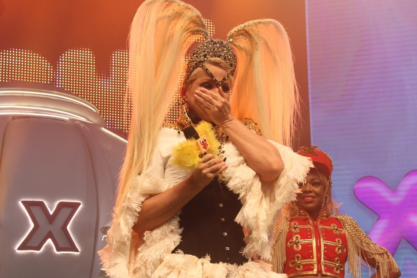 23.out.2016- Xuxa não conseguiu segurar a emoção na apresentação que fez no início da madrugada deste domingo (23) em uma casa de espetáculos, na Zona Sul do Rio de Janeiro. O show