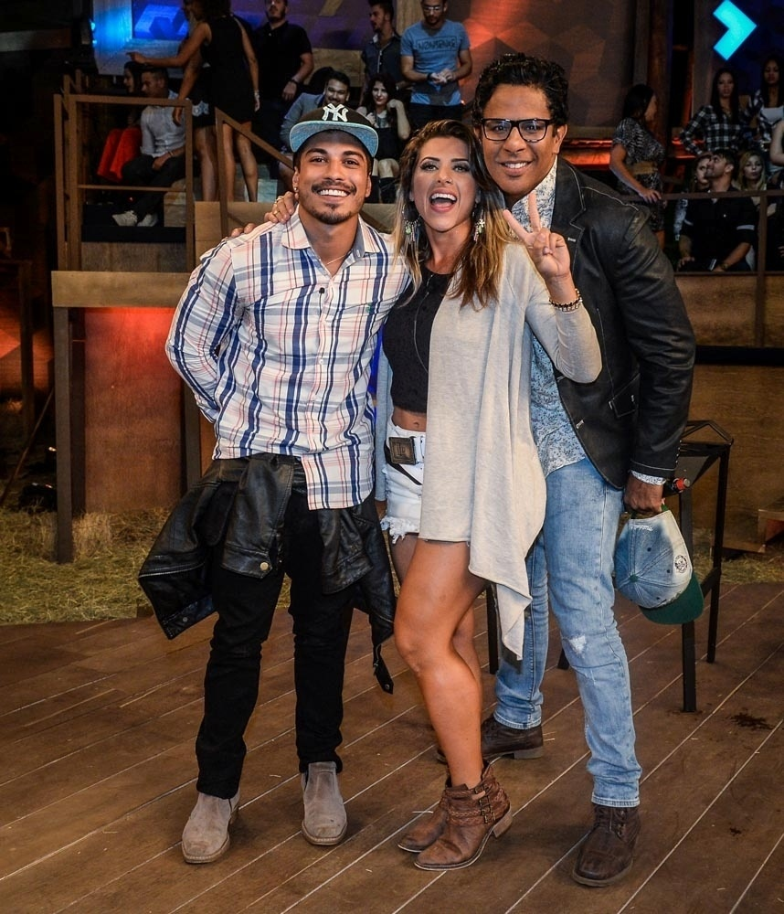 8.dez.2015 - Douglas Sampaio, Ana Paula Minerato e Luka Ribeiro na final de