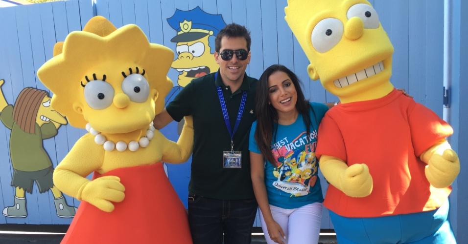 Rodrigo Branco e a cantora Anitta tietam Lisa e Bart Simpson em Orlando (EUA)