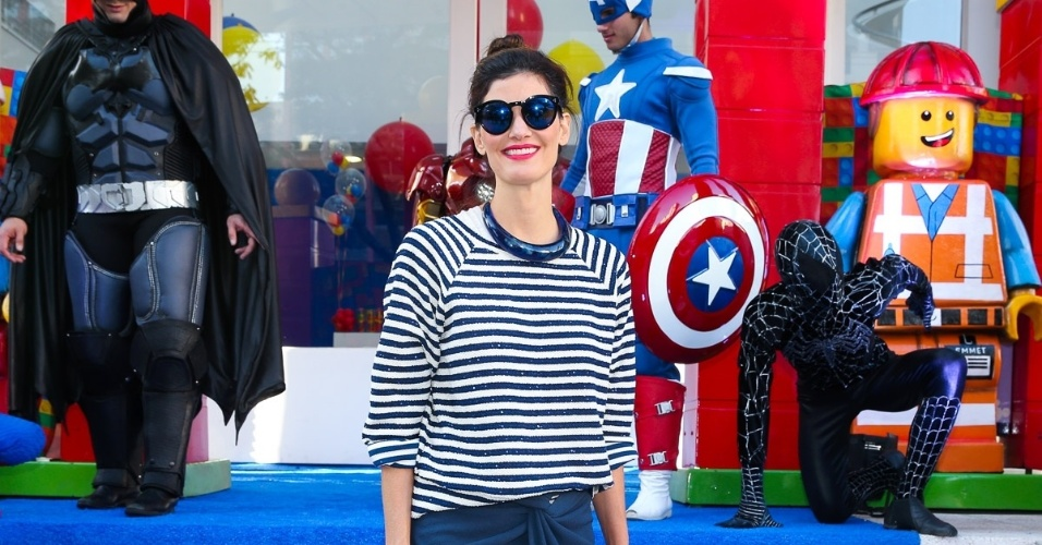 13.ago.2016 - A modelo e apresentadora Isabella Fiorentino prestigia a festa de 5 anos de Arthur, filho de Eliana