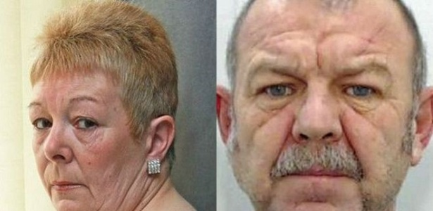 Susan Copestick (à esq.) foi atacada na casa de sua mãe, em Rochdale, na Inglaterra