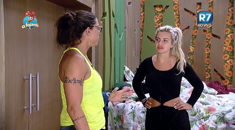 26.set.2015 - A ex-nadadora Rebeca Gusmão reclama da atitude da ex-panicat Ana Paula Minerato na noite passada para Veridiana Freitas.