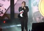 Jorge, da dupla com Mateus, ganha panda de pelúcia na Festa de Barretos - Eduardo Martins/AgNews