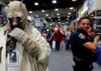 Policial se esquiva de Tusken Raider na Comic-Con 2016; veja mais cosplayers - Reuters