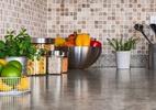 Bote ordem na cozinha decorando e sem precisar gastar muito (Foto: Getty Images)