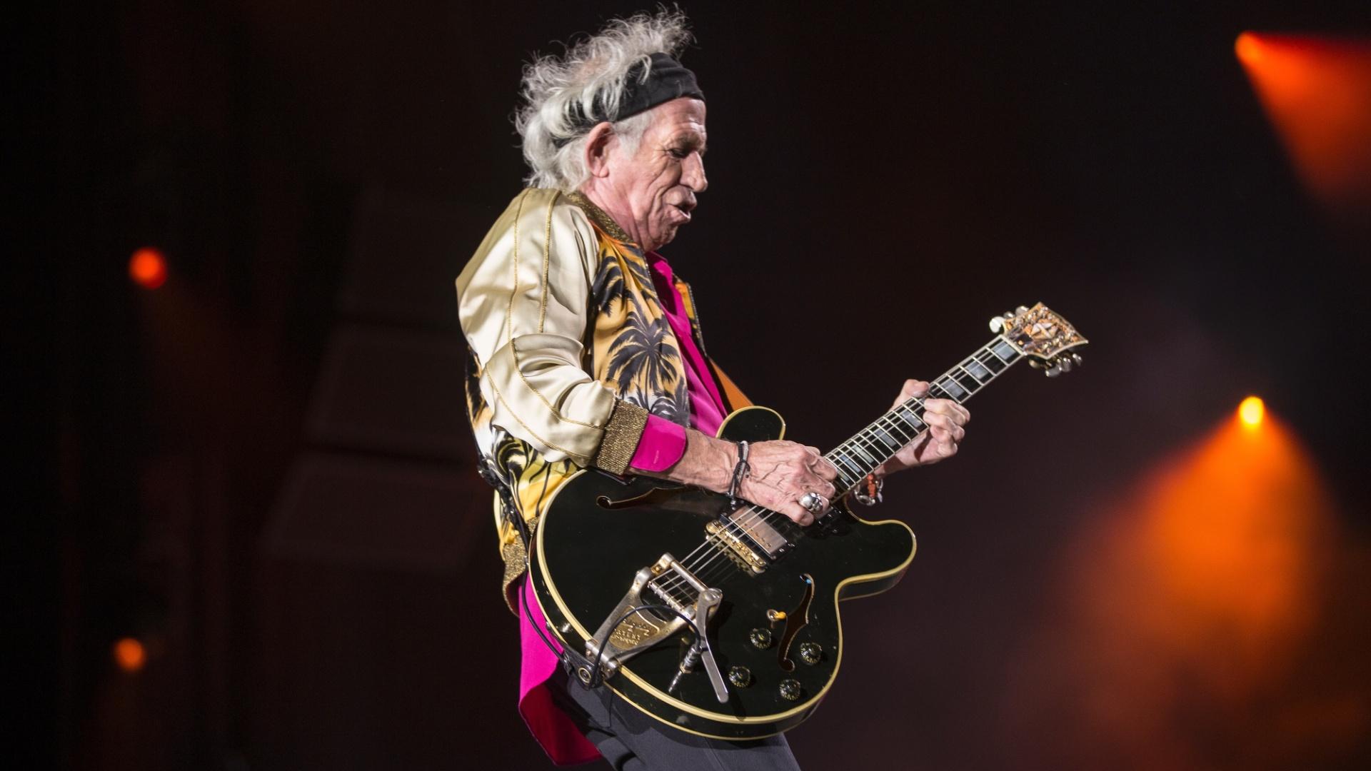 03.fev.2016 - Keith Richards se apresenta em Santiago, no Chile, em frente a multidões