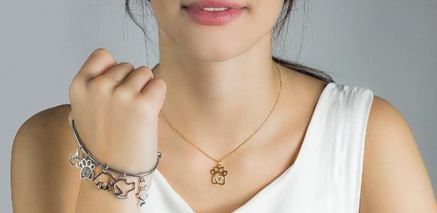 Parte da venda dos pingentes, que podem ser usados em colares e pulseiras, será revertida para ONG Adote um Gatinho