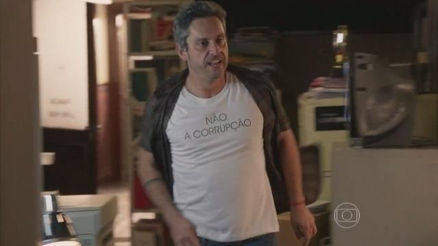 Apesar de usar a camiseta
