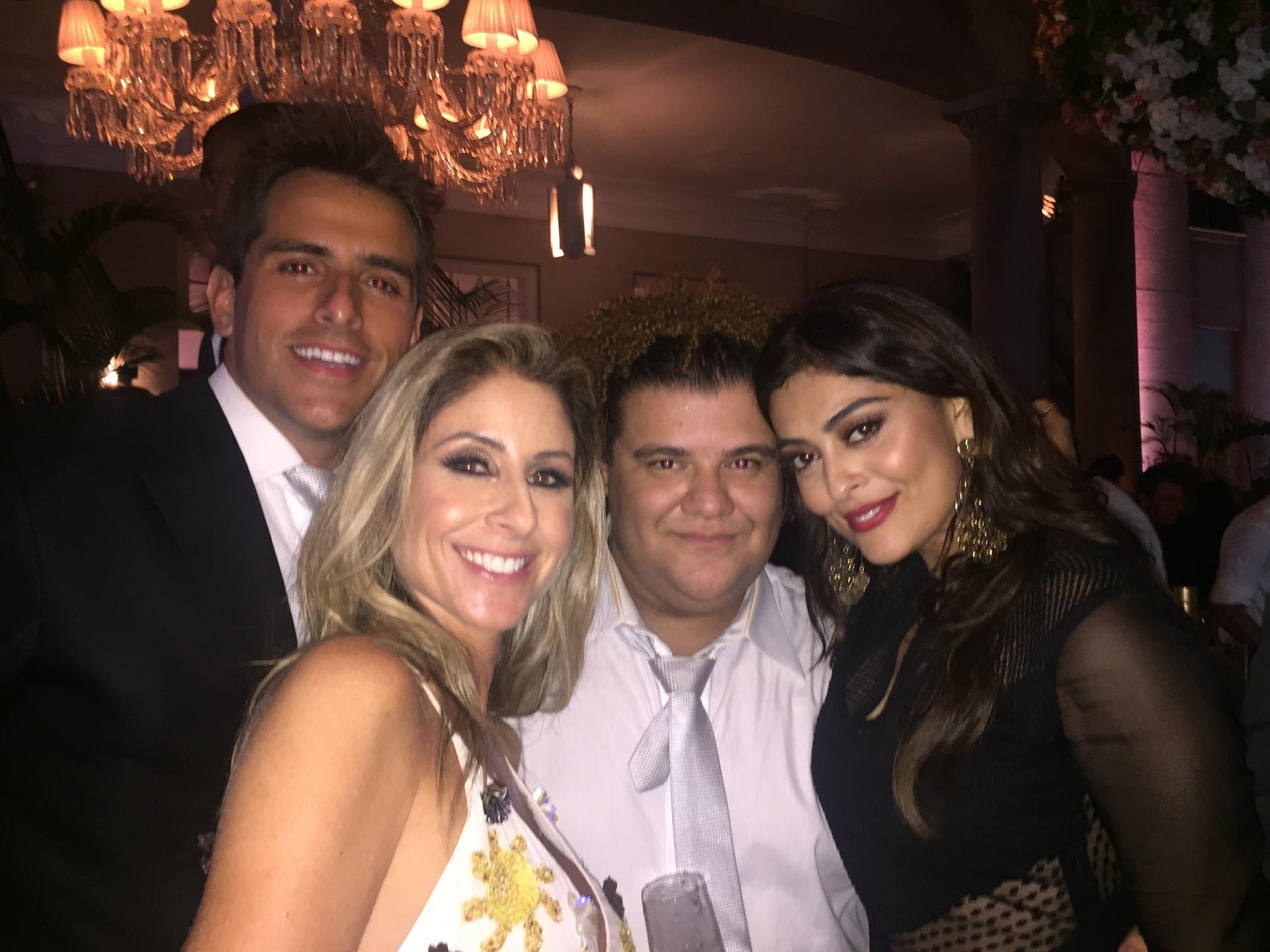 Rodrigo Branco com a jornalista Patrícia Maldonado, Gominho e a atriz Juliana Paes em Orlando (EUA)