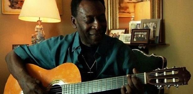 """Pelé, ex-atleta, """"rei do futebol"""" e cantor e compositor amador nas horas vagas"""