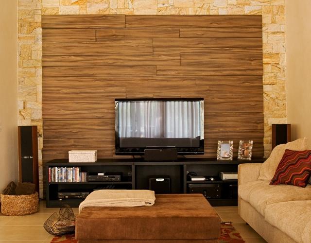 Decoracao Sala Tv Parede ~ sala de TV conta com um painel em madeira (canela) envernizada e um