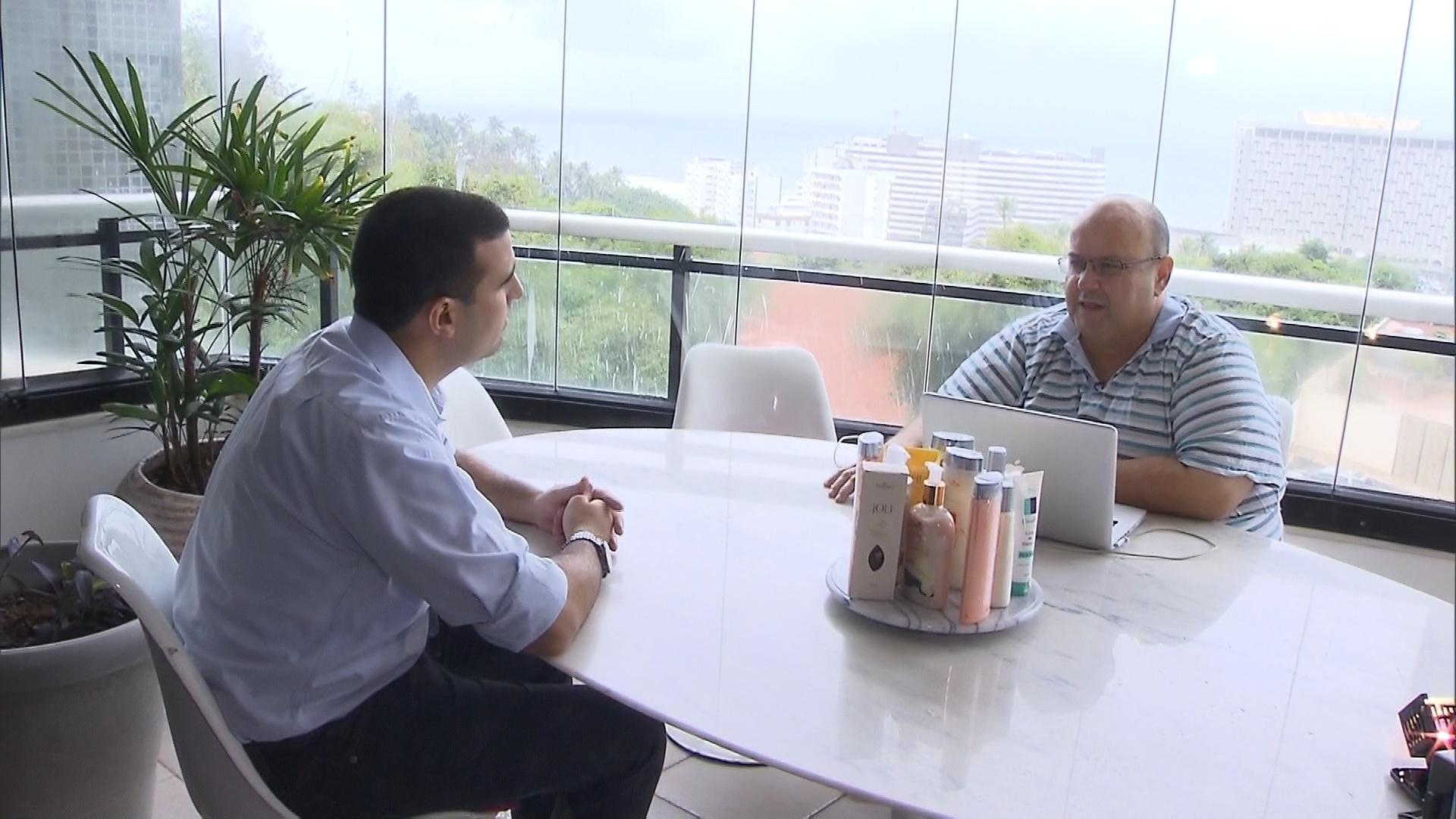 Jesus Dias de Sangalo, irmão de Ivete, é entrevistado pelo