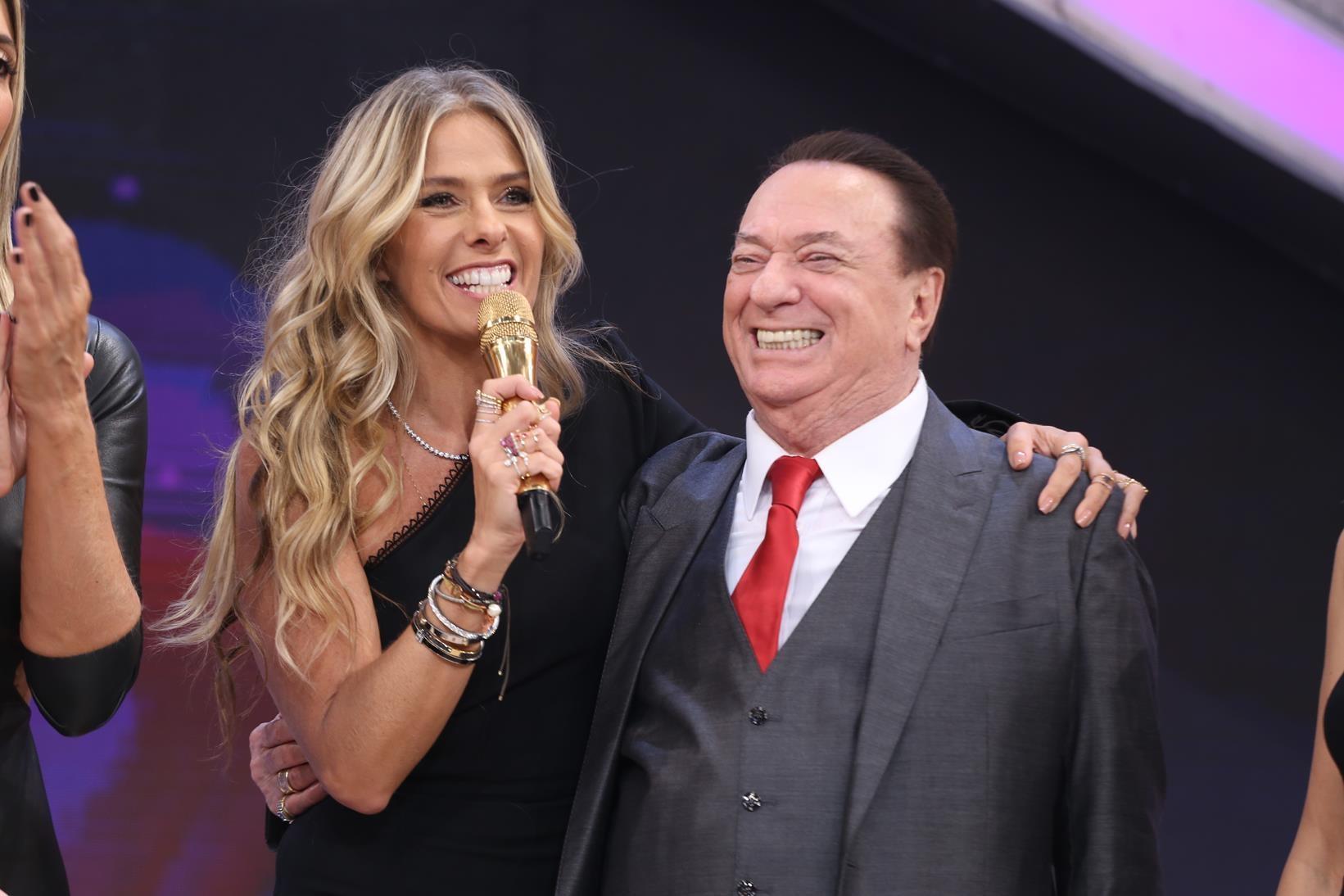 Adriane Galisteu com Raul Gil no SBT