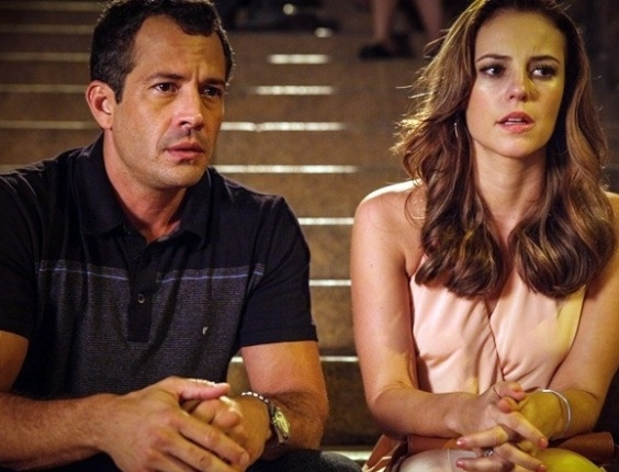 """Em """"Amor à Vida"""", Bruno deixa escapar que seu filho morreu no parto e Paloma fica intrigada"""