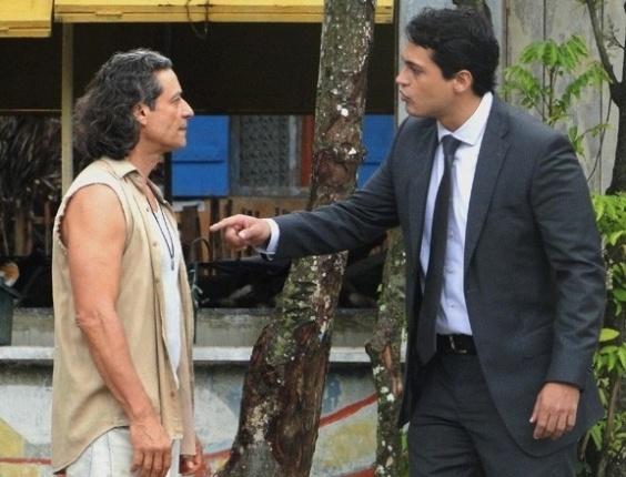 """Em """"Flor do Caribe"""", Hélio acusa Donato de nunca ter dado afeto a ele"""
