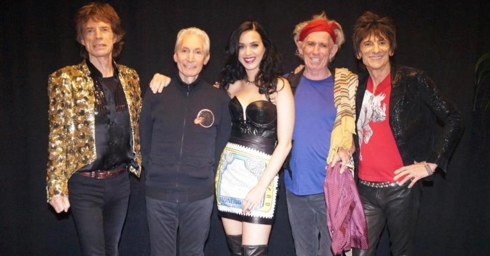 11.mai.2013 - Katy Perry posa para foto com o Rolling Stones após participar do show da banda em Las Vegas