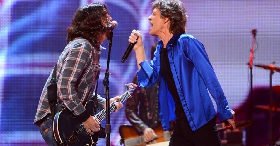 16.mai.2013 - Dave Grohl canta