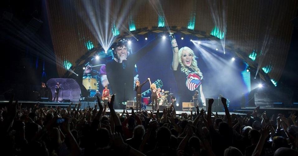 25.mai.2013 - Carrie Underwood se apresenta com o Rolling Stones em Toronto, no Canadá