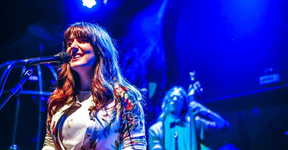 """25.mai.2013 - Clarice Falcão lança disco """"Monomania"""" em show no Beco, em São Paulo"""