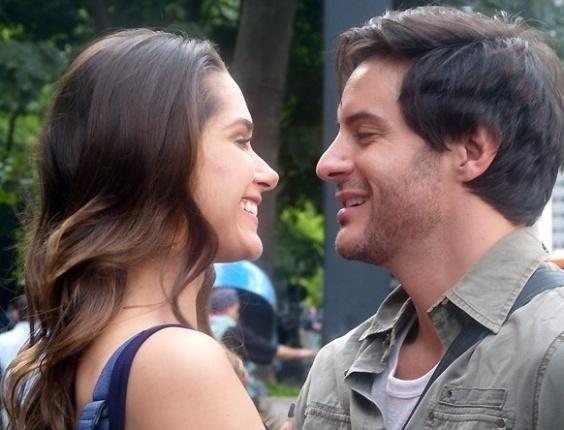 """Em """"Amor á Vida"""", Leila finge que não namora pobre para agradar tia rica"""