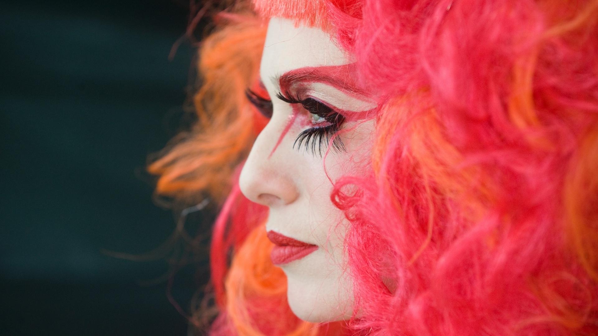 26.mai.2013 - A atriz Letícia Spiller posa caracterizada como Rochanna, a drag queen que interpreta em