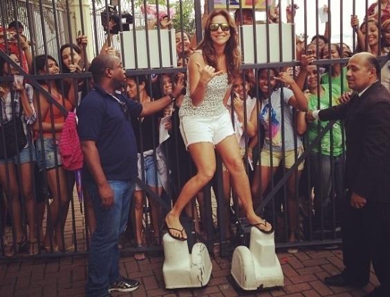 27.mai.2013 - Ivete Sangalo fez a alegria de alguns fãs que fizeram questão de parabenizá-la pelos 41 anos.