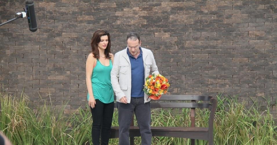 """27.mai.2013 - Mayana Neiva e Marco Ricca gravaram cenas de """"Sangue Bom"""" em um restaurante na zona sul do Rio. Na trama das 19h, eles vivem Charlene e Wilson, respectivamente"""