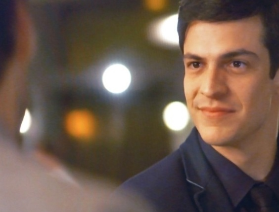 """Em """"Amor à Vida"""", Félix pergunta se Jacques é casado e deixa médico sem jeito"""