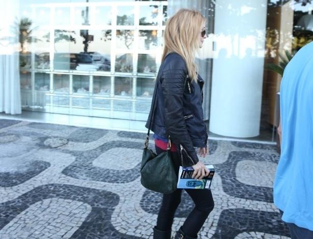 """28.mai.2013 - Heather Graham chega ao hotel Fasano em Ipanema, Rio de Janeiro. A atriz veio ao Brasil divulgar o filme """"Se Beber, Não Case Parte 3"""", que estreia dia 30 de maio"""