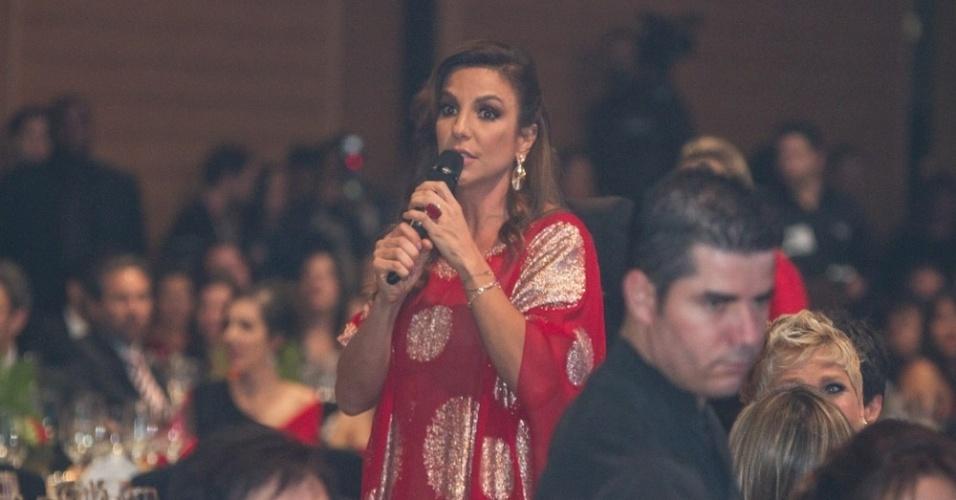 28.mai.2013 - Ivete Sangalo canta na festa de 50 anos de Xuxa, em hotel de São Paulo