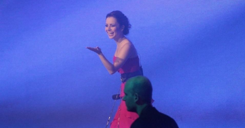 28.mai.2013 - Sandy canta na festa de 50 anos de Xuxa, em hotel de São Paulo