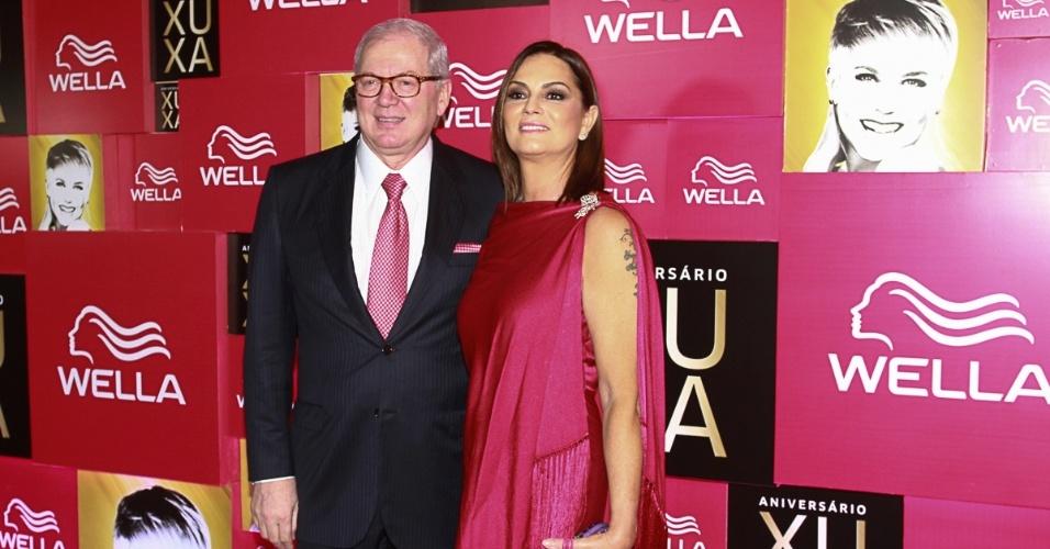 28.mai.2013- Luiza Brunet e Lírio Parisotto chegaram juntos na  festa de 50 anos de Xuxa.