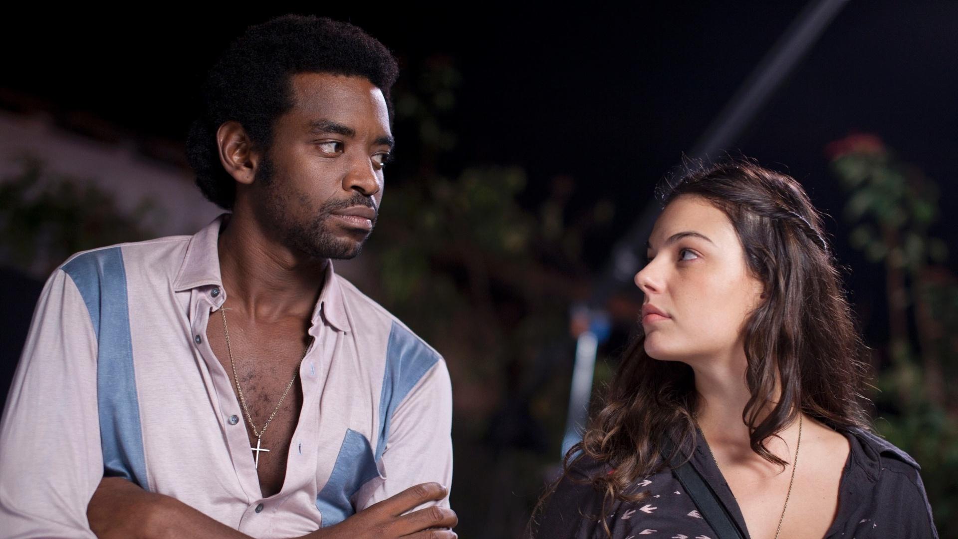 João conhece a bela Maria Lúcia (Isis Valverde). Os dois se apaixonam mas João mergulha cada vez mais no crime