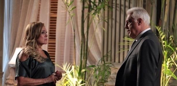 """Em """"Amor à Vida"""", após armação de Aline, Pilar bate em Gigi pensando que ela é a amante de César"""