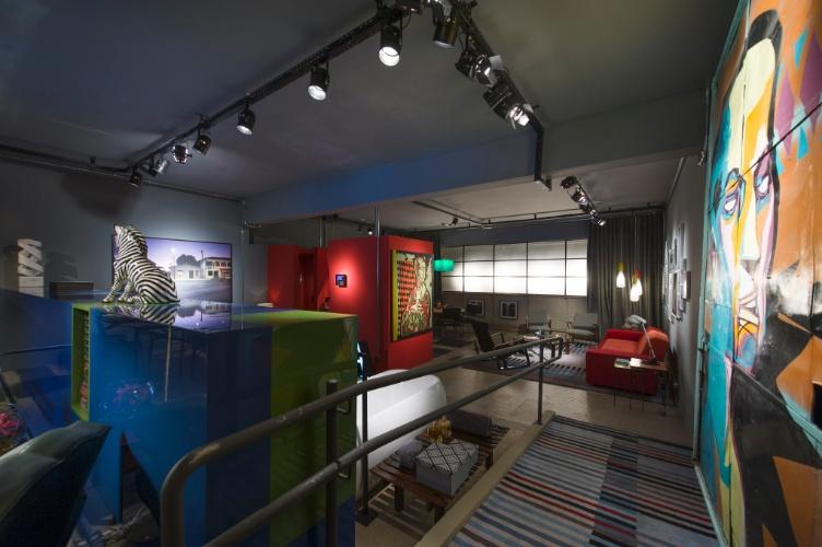 O Loft do Publicitário, assinado pela dupla Antonio Ferreira Junior e Mario Celso Bernardes, é um ambiente de 200 m² sem paredes e completamento integrado. A 27ª Casa Cor SP segue até dia 21 de julho de 2013, no Jockey Club de São Paulo