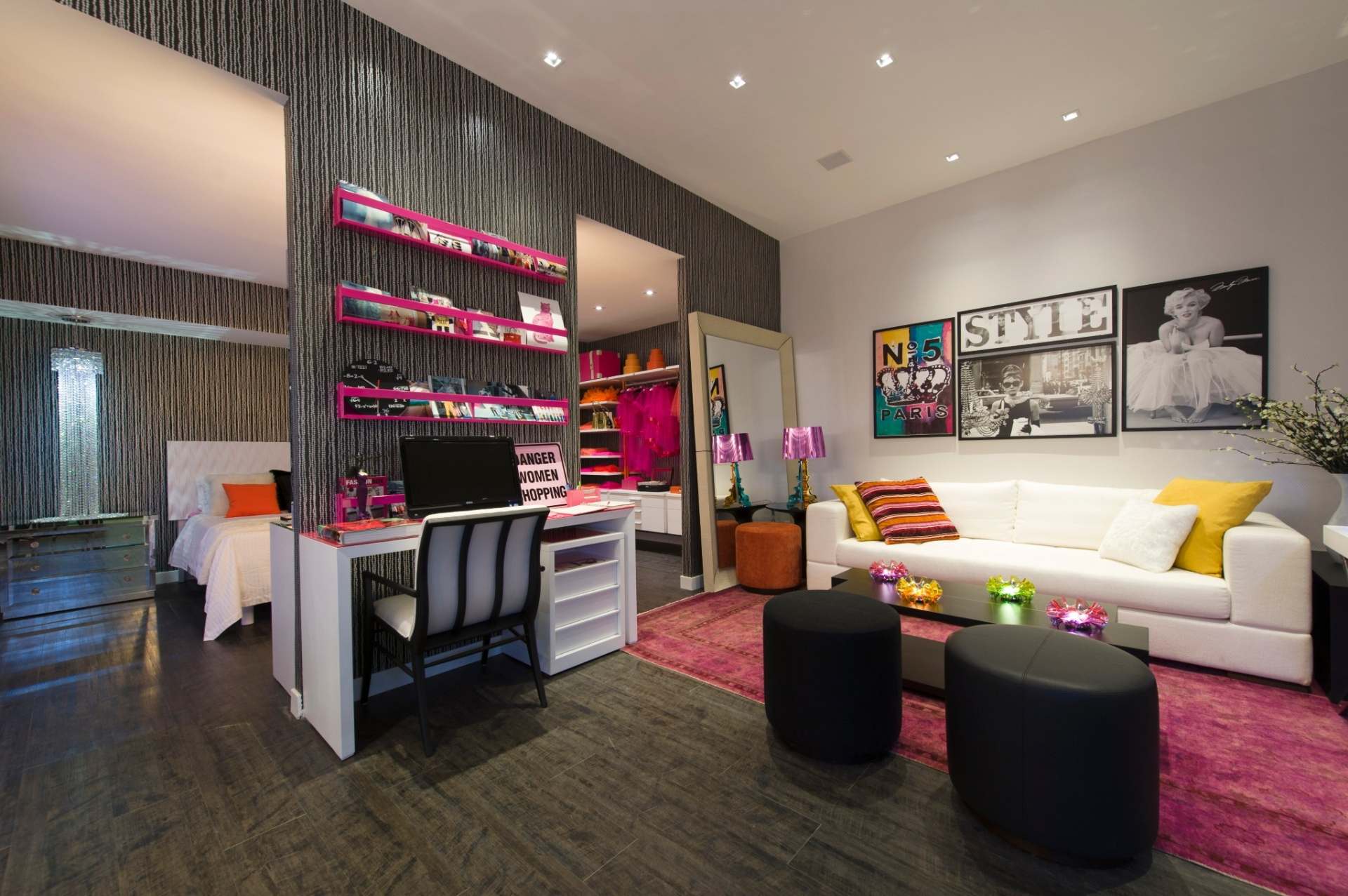 Pensado para uma jovem conectada à moda e beleza, o Loft da Blogueira é de autoria da arquiteta Adriana Noya. A 27ª Casa Cor SP segue até dia 21 de julho de 2013, no Jockey Club de São Paulo