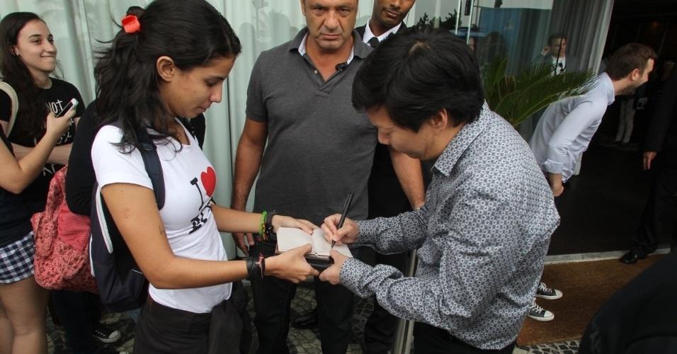29.mai.2013 - Após coletiva realizado no Morro da Urca, Ken Jeong retornou ao hotel onde está hospedado na zona sul do Rio