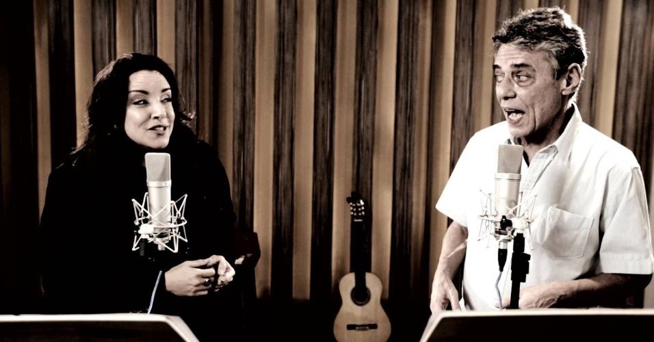 Chico Buarque canta com a Ana em