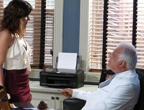 """Em """"Amor à Vida"""", Aline agrada César com mais um quitute"""