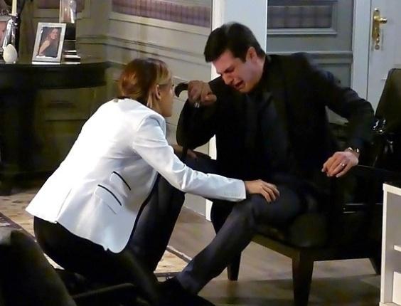 """Em """"Amor à Vida"""", Félix tem crise de choro após ser confrontado por Atílio"""