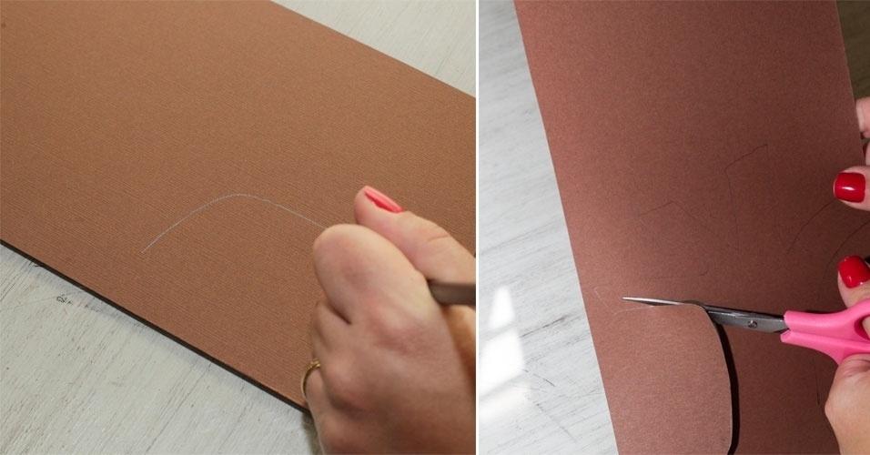 Na folha marrom, desenhe, com o lápis, uma árvore com pelo menos quatro galhos. Recorte.