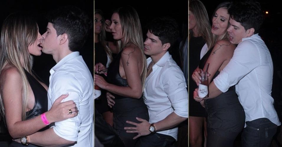 29.mai.2013 - Andressa Urach troca beijos com o cantor sertanejo Raffael Machado em restaurante de São Paulo