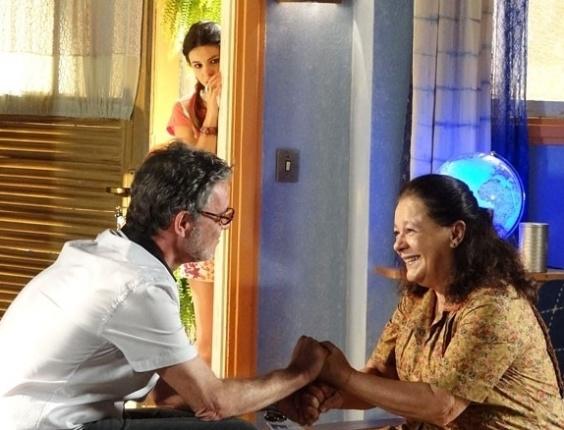 """30.mai.2013 - Em """"Flor do Caribe"""", Amaralina descobre que Duque é seu avô"""