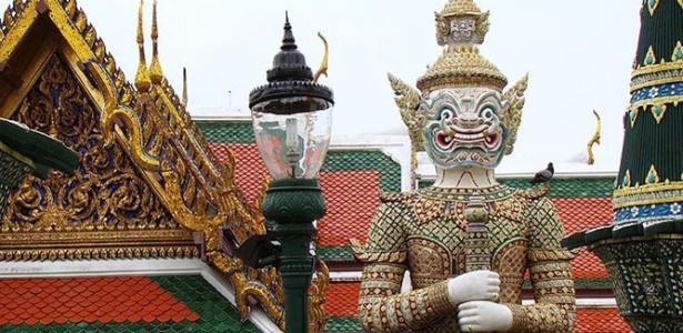 Yaksha, figura mitológica gigante guarda saída do Grand Palace, acabamento é feito em porcelana