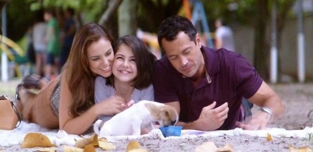 Paloma, Paulinha e Bruno curtem passeio no parque
