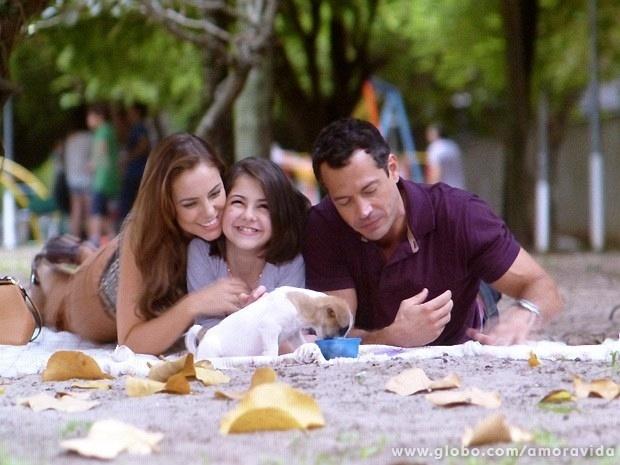 30.mai.2013 - Paloma, Paulinha e Bruno curtem passeio no parque